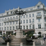 Our professional guide shows you the higlights of Budapest on your hen weekend - Guided City Tour